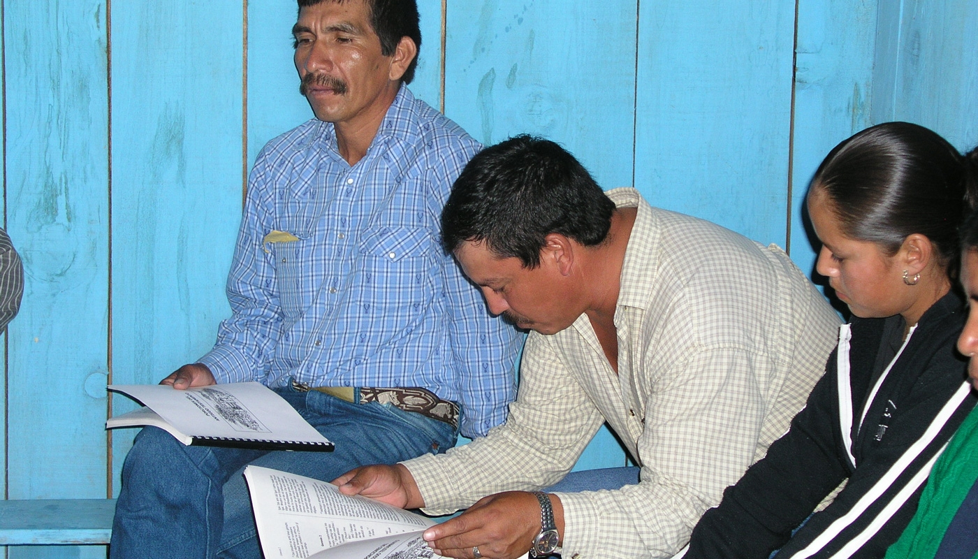 Tepehuan believers read scripture