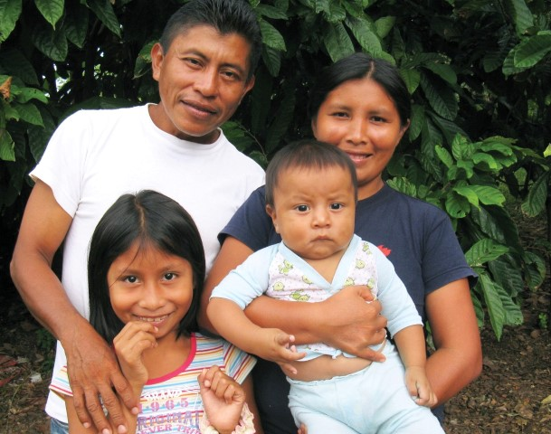 Jose Arturo and Janth and family