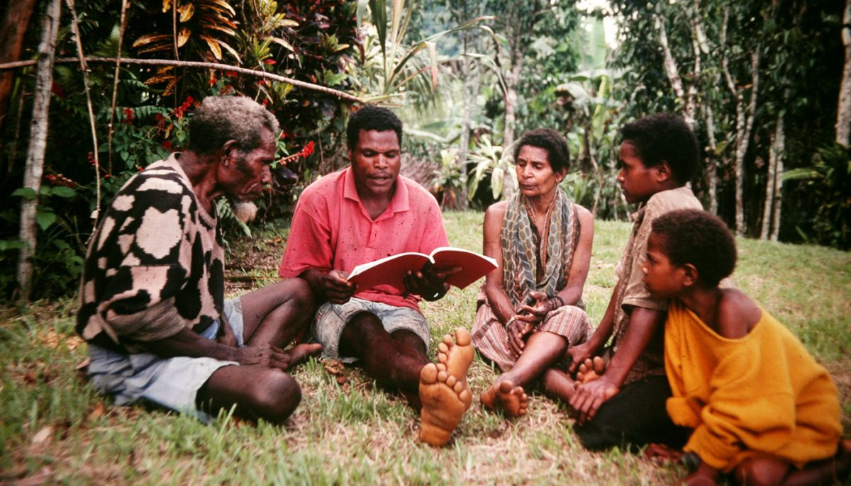 group of peopel studying the Bible