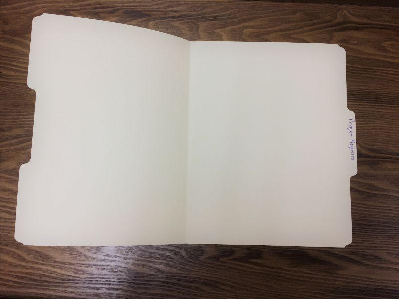 a picture of an empty file folder